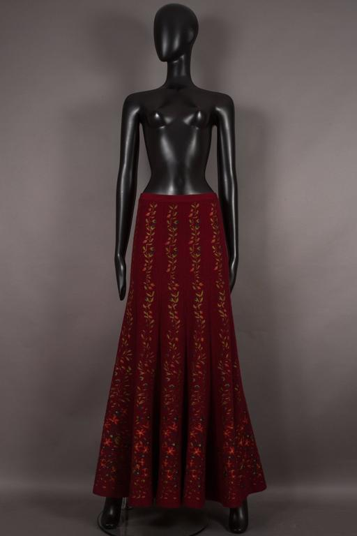 Alaia rouge embroidered knitted skirt, circa 1999 3