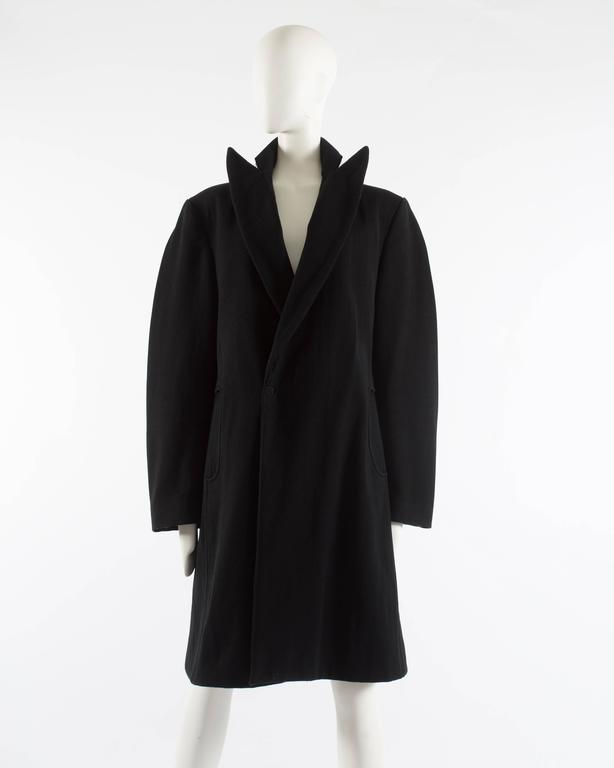 Maison Martin Margiela Autumn-Winter 1996 oversized coat with exaggerated collar In Excellent Condition For Sale In London, GB