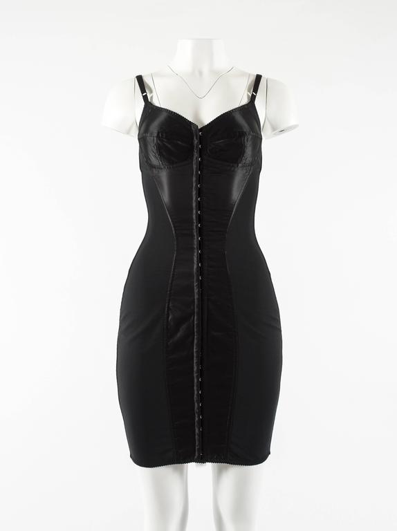 Dolce & Gabbana Spring-Summer 2003 black corset evening dress  - internal boning  - metal hook-and-eye fastenings on center front - adjustable shoulder straps  - black satin with black spandex  - It 40 - Fr 36 - UK 8