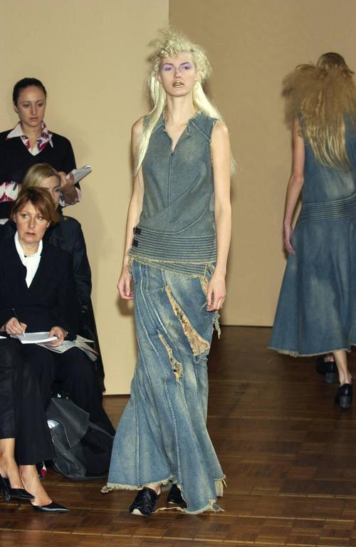 Junya Watanabe Spring-Summer 2002 bias cut denim flared skirt   - Flat felled seams  - Bias cut  - Stone-washed denim  - Frayed trim  - Zip fastening