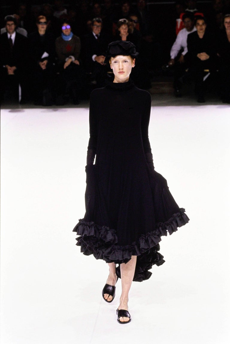 Yohji Yamamoto Spring-Summer 1999 black cotton evening dress with ruffles  In Excellent Condition For Sale In London, GB