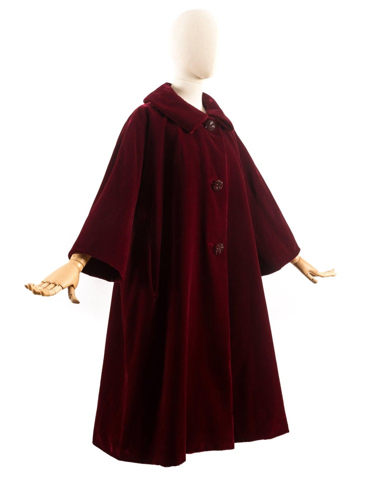 Christian Dior Haute Couture Autumn-Winter 1956 royal red silk velvet opera coat 2