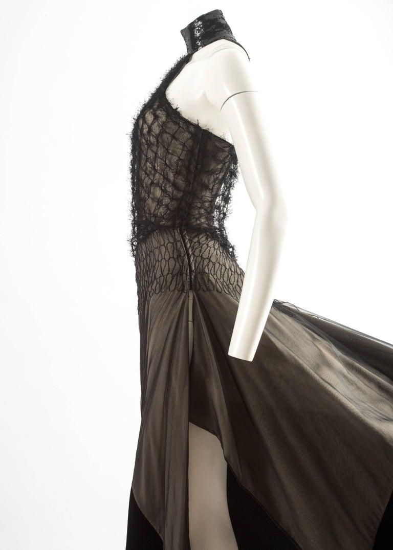 Gianfranco Ferre Autumn-Winter 1999 halter neck evening gown with velvet train 6