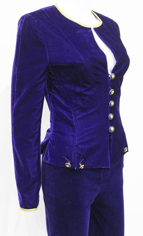 Exceptional Chanel purple velvet pant suit, Fall 1993  In Good Condition For Sale In London, GB