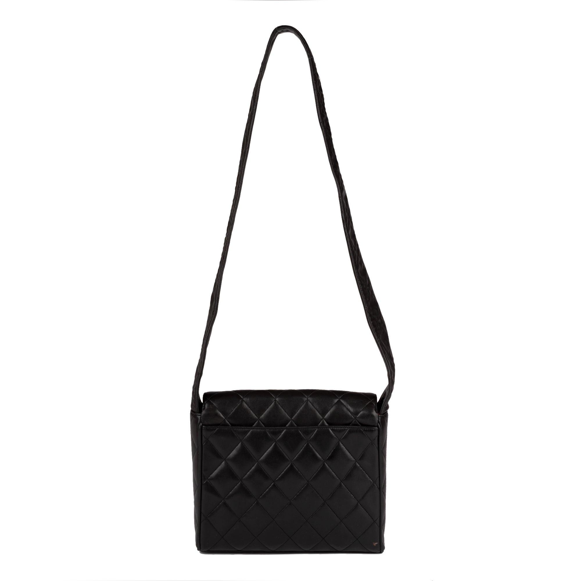 b2289992adda1b Chanel Black Lambskin Leather Shoulder Bag For Sale at 1stdibs