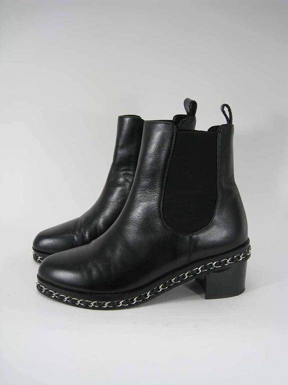 Chanel Black Leather Chelsea Boots with Chain Detail In Excellent Condition For Sale In San Francisco, CA