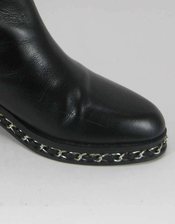 Chanel Black Leather Chelsea Boots with Chain Detail For Sale 1