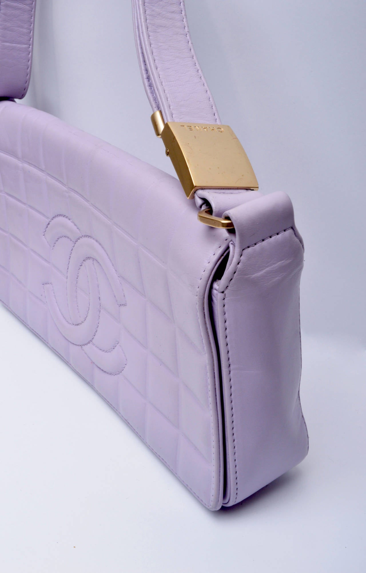 Chanel Cc Lilac Leather Quilted Handbag In Good Condition For Sale In San Francisco, CA