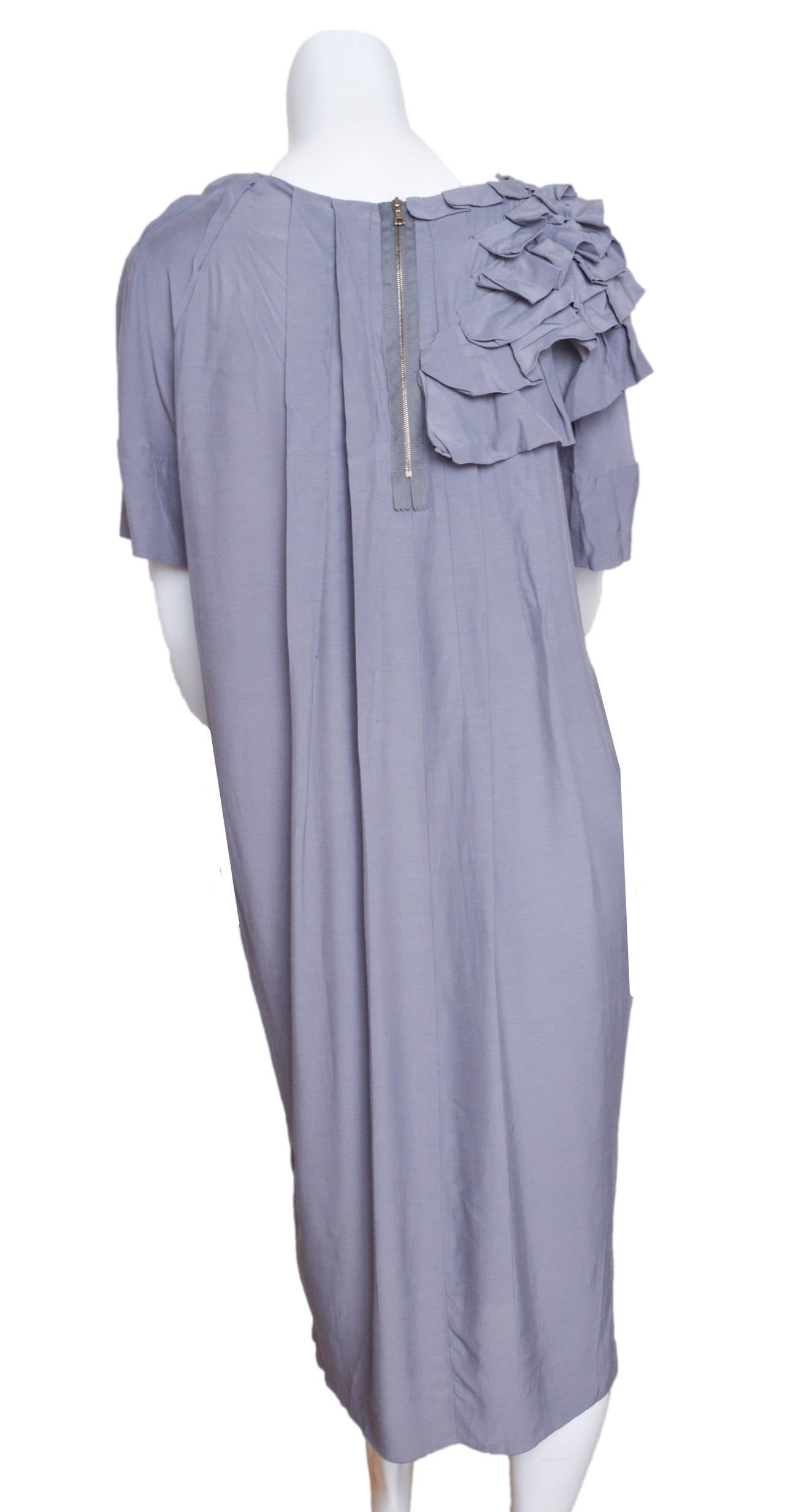 Marni Gray Ruffle Shift Dress Size 42 In Excellent Condition For Sale In San Francisco, CA
