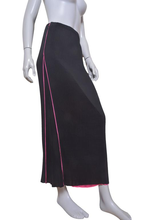 Women's Issey Miyake Crinkled Hot Pink Blouse w Black Pleated Skirt Set For Sale