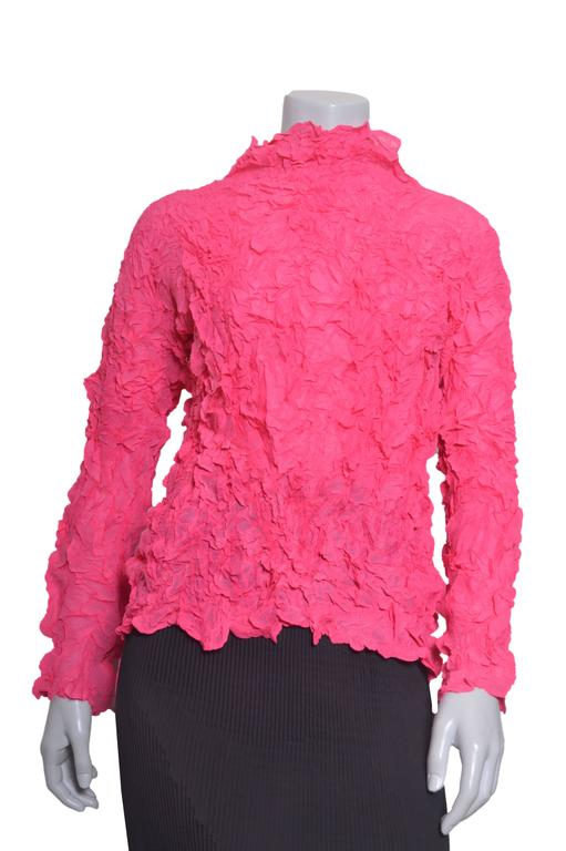 Issey Miyake Crinkled Hot Pink Blouse w Black Pleated Skirt Set In Excellent Condition For Sale In San Francisco, CA