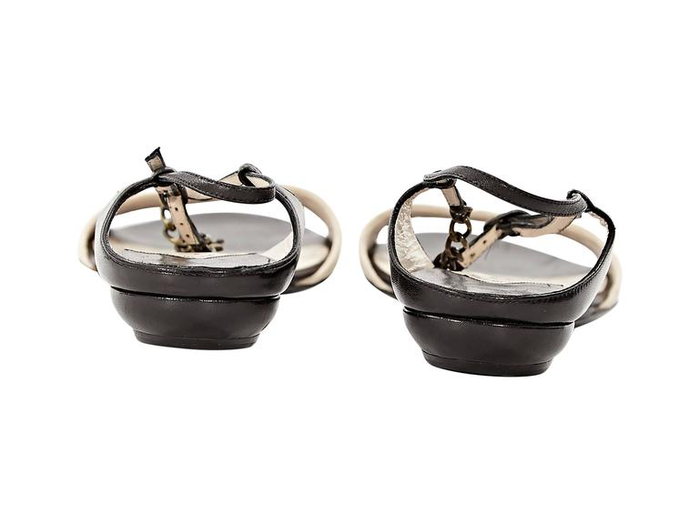 Black & Beige Chanel Leather Flat Sandals In Excellent Condition For Sale In New York, NY