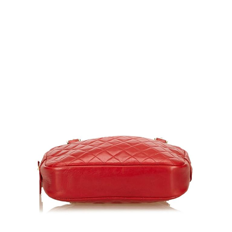 Red Chanel Quilted Lambskin Shoulder Bag In Good Condition For Sale In New York, NY