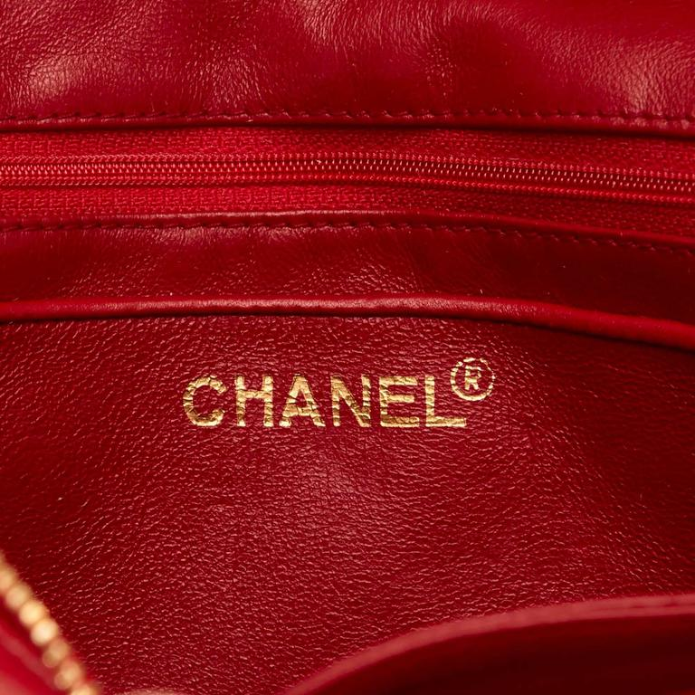 Red Chanel Quilted Lambskin Shoulder Bag For Sale 5