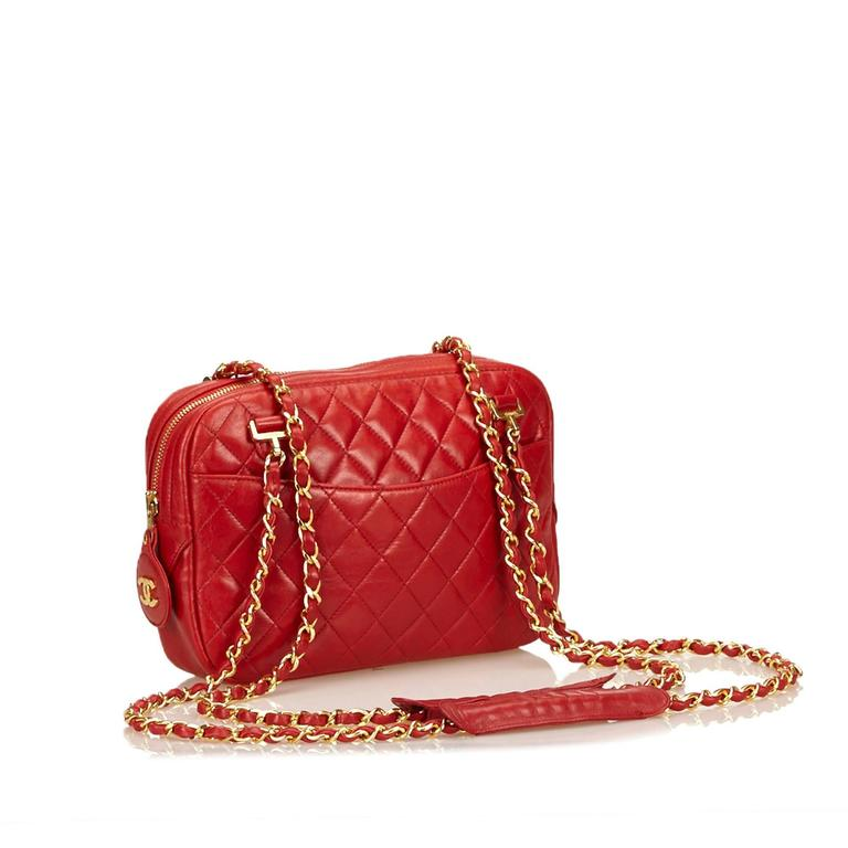 Women's Red Chanel Quilted Lambskin Shoulder Bag For Sale
