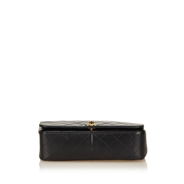Women's Black Chanel Quilted Lambskin Flap Bag For Sale