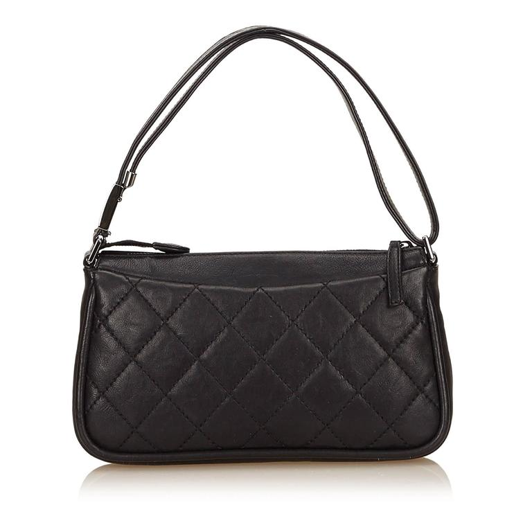 Women's Black Chanel Quilted Leather Shoulder Bag For Sale