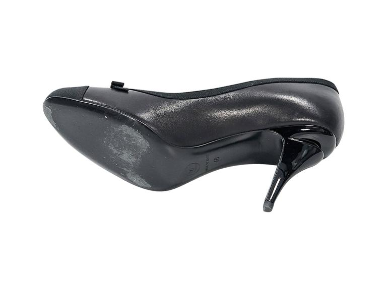 Black Chanel Leather Cap-Toe Pumps In Excellent Condition For Sale In New York, NY