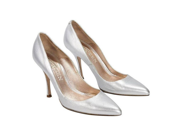 e347acc38e01 Product details  Metallic silver leather pumps by Alexander McQueen.  Rounded point toe. Slip