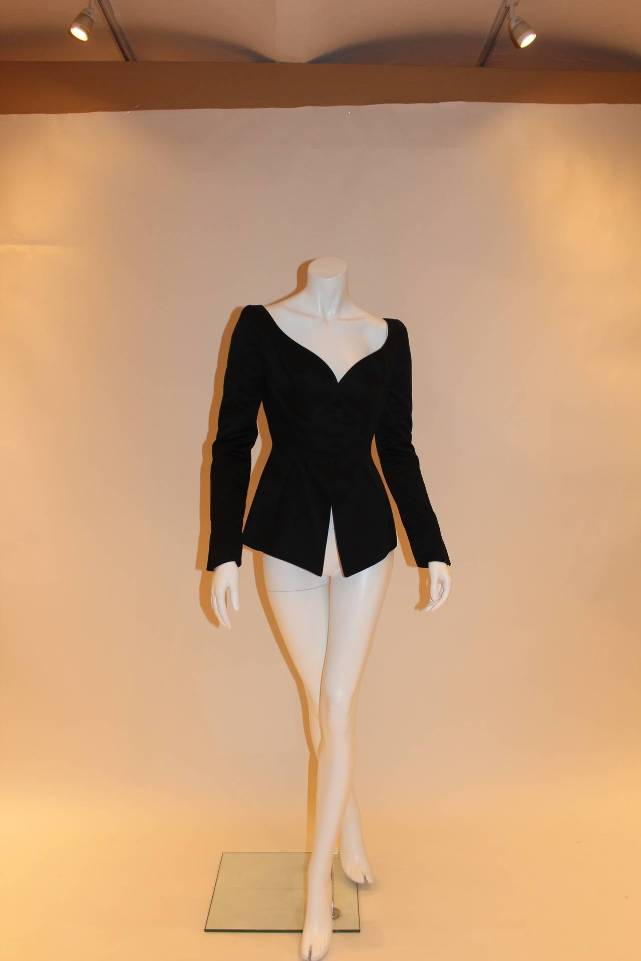 This fabulous Thierry Mugler blazer is a classic piece that can be worn both casually and elegantly. Closes anteriorly with four buttons and contains a wide, complimentary V-neckline that gorgeously accentuates the collarbone and chest.