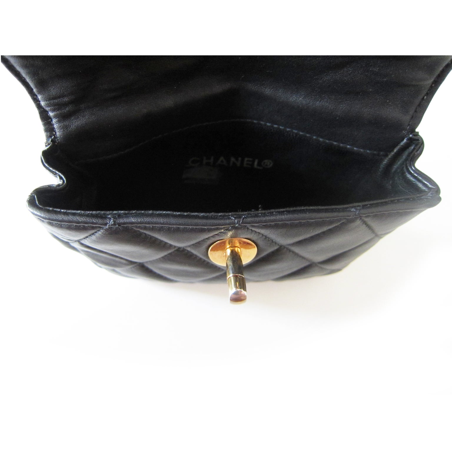 d28cc5f706b56a Chanel Chain Hook Belt Quilted Waist Bag Black Leather at 1stdibs
