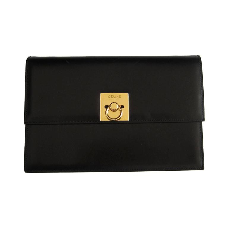 Céline Paris vintage shoulder / clutch box bag in black leather. It has a beautiful classic golden square closure with embossed logo.  