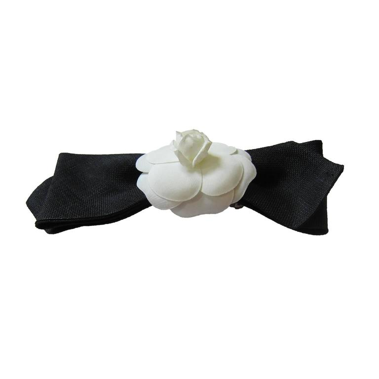 Chanel Camellia Black Bow Hair Pin Barrette  In Excellent Condition For Sale In Berlin, DE