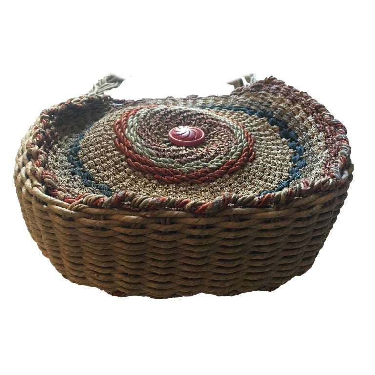 Woven Twirl Basket Round Purse Bag 1920's In Excellent Condition For Sale In Berlin, DE