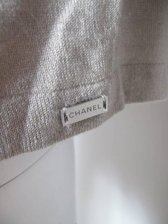 Chanel Beige Cashmere / Silk Sweater  In Good Condition For Sale In Austin, TX
