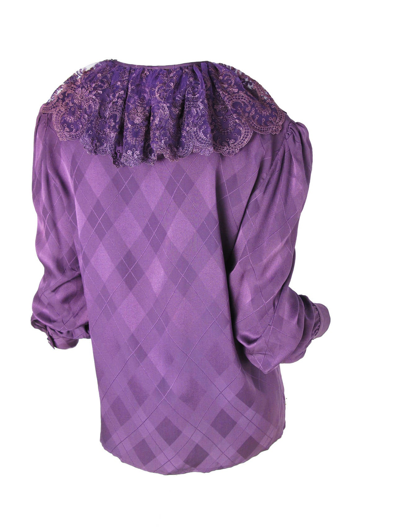 Valentino Purple Silk Blouse with Lace Collar In Excellent Condition For Sale In Austin, TX