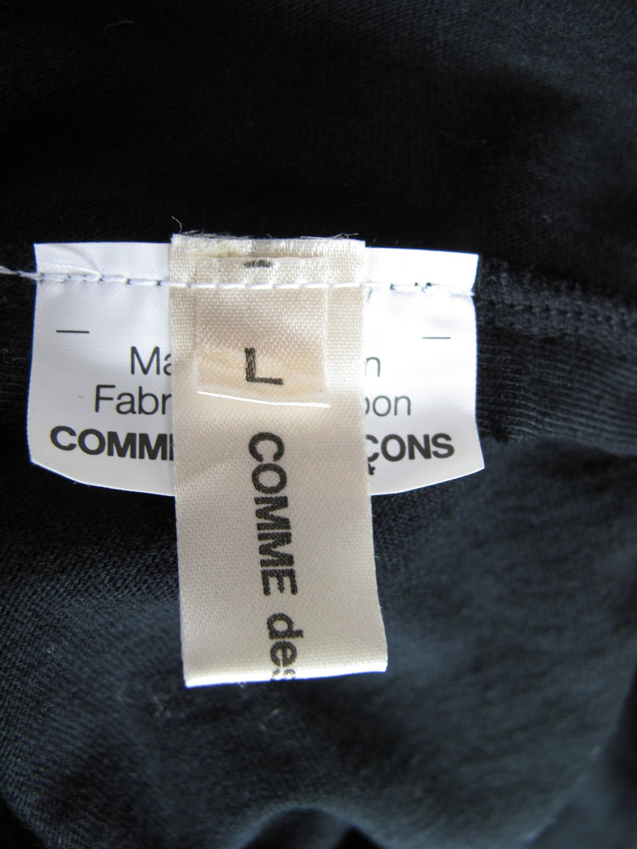 Comme des Garcons Cotton Sleeveless Top with Slash on back, 2006  In Excellent Condition For Sale In Austin, TX