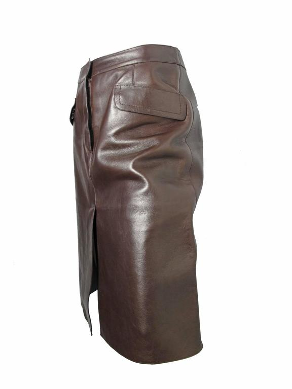 Prada dark brown leather skirt with two front pockets, zippered. Condition: Very good, has wear. Size 44 / US Large 