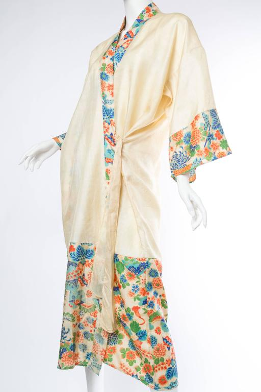 Beige 1920s Silk Dressing Kimono For Sale