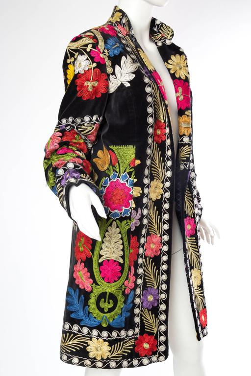 1960s Embroidered Velvet BoHo Coat In Excellent Condition For Sale In New York, NY