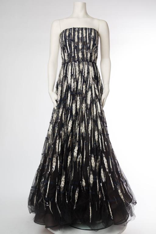 Oscar De La Renta Beaded Tulle Gown with Metallic silver and shredded chiffon appliques. Tagged size 6 but runs large.
