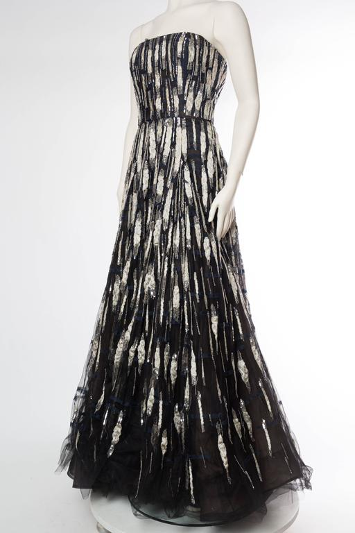 Oscar De La Renta Beaded Tulle Gown In Excellent Condition For Sale In New York, NY