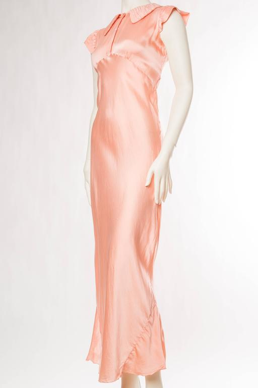 1930s Bias Cut Silk Satin Negligee  In Good Condition For Sale In New York, NY