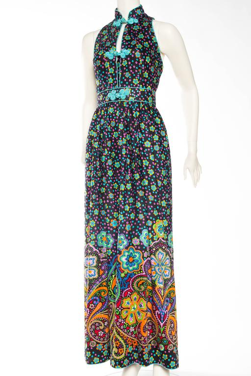 Rare Large Size 8 Early 1970s Oscar De la Renta Cotton Floral Dress Backless with Asian Details. Dress is clipped to fit mannequin but will fit a contemporary large size.