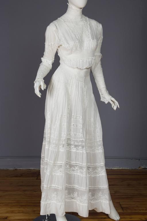 Circa 1900 Victorian Lace and Cotton Tea Dress For Sale at 1stdibs