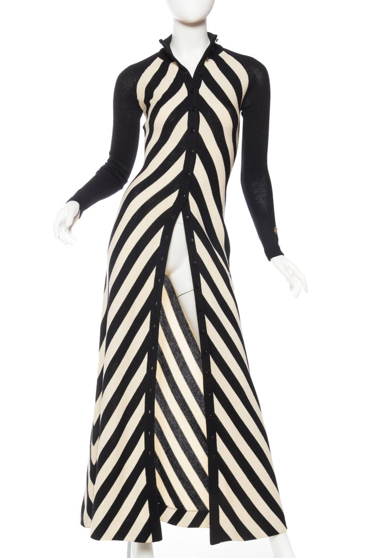 Black & White Op-Art Chevron Striped Maxi Sweater Cardigan In Excellent Condition For Sale In New York, NY