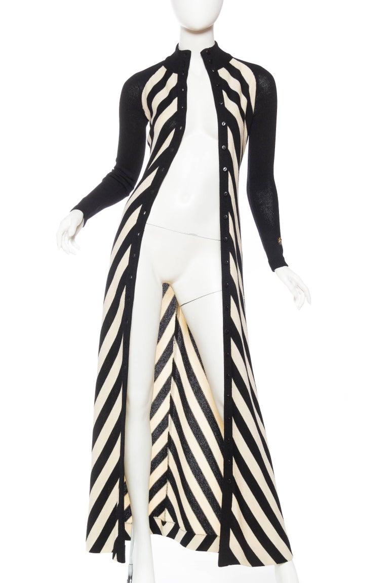 Women's Black & White Op-Art Chevron Striped Maxi Sweater Cardigan For Sale