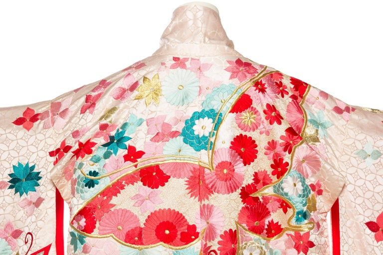 Vintage Kimono Embroidered with Butterflies and Flowers 7