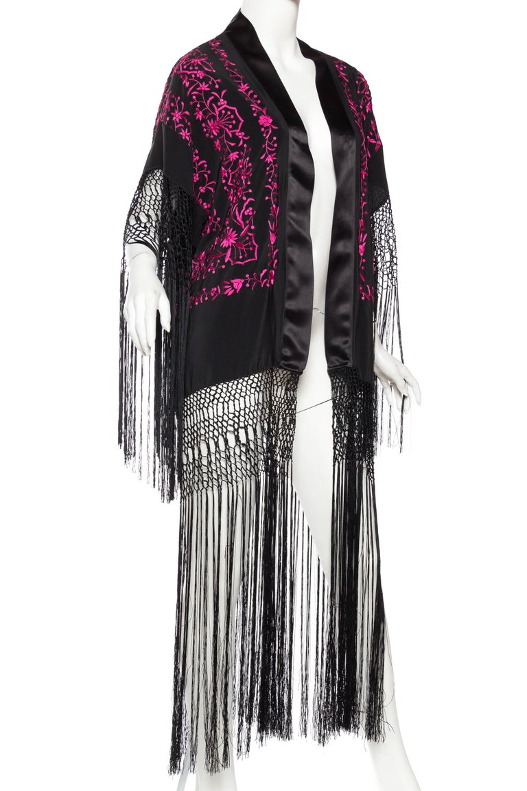 Hand Embroidered Piano Shawl Kimono with Fringe In Excellent Condition For Sale In New York, NY