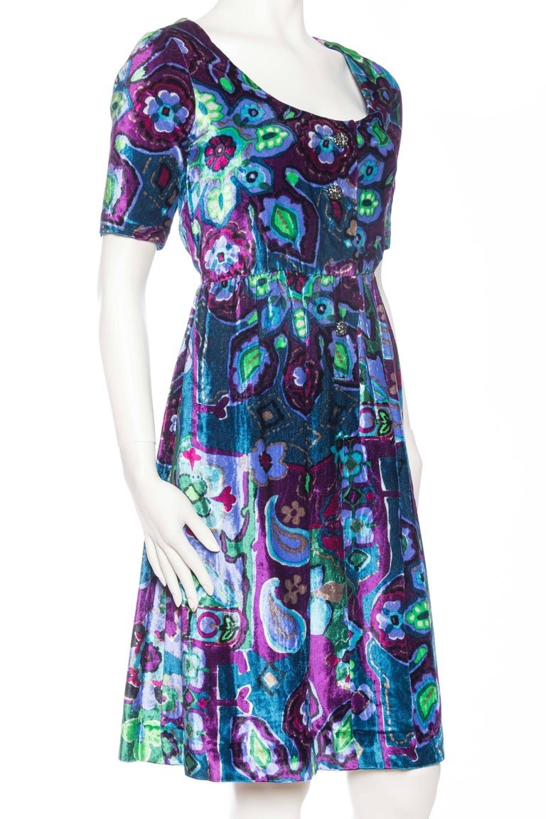 1960s Oscar De La Renta Lightweight Velvet Dress with Crystals In Good Condition For Sale In New York, NY