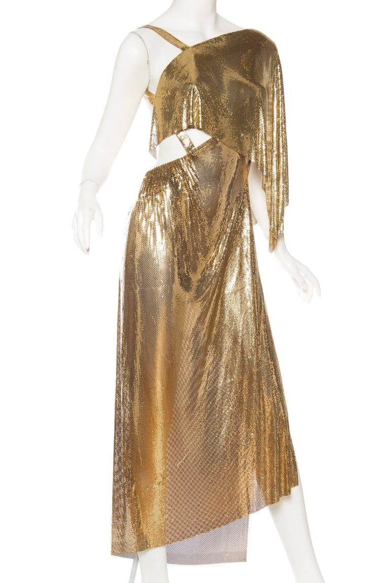 Gold Metal Mesh Backless One Sleeve Gown With High Slit In New Condition For Sale In New York, NY