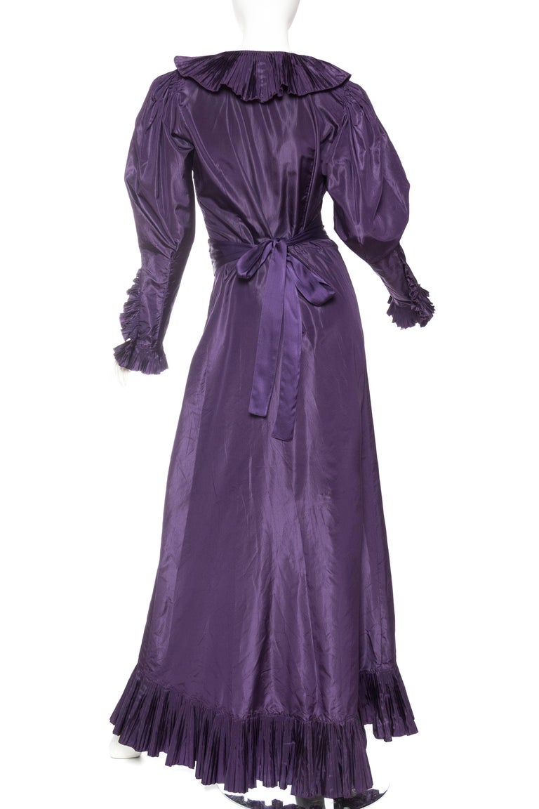 Ruffled Silk Taffeta Duster Coat Wrap Dress, 1970s  In Excellent Condition For Sale In New York, NY