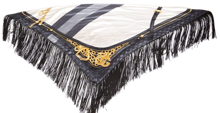 GG Tom Ford Gucci Fringed Gold Status Print Scarf For Sale 2