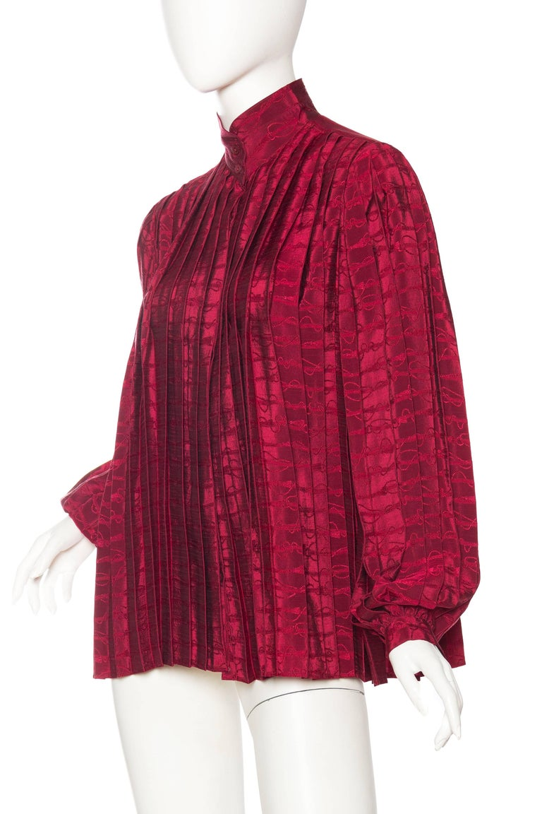 Gucci Pleated Silk Blouse In Excellent Condition For Sale In New York, NY