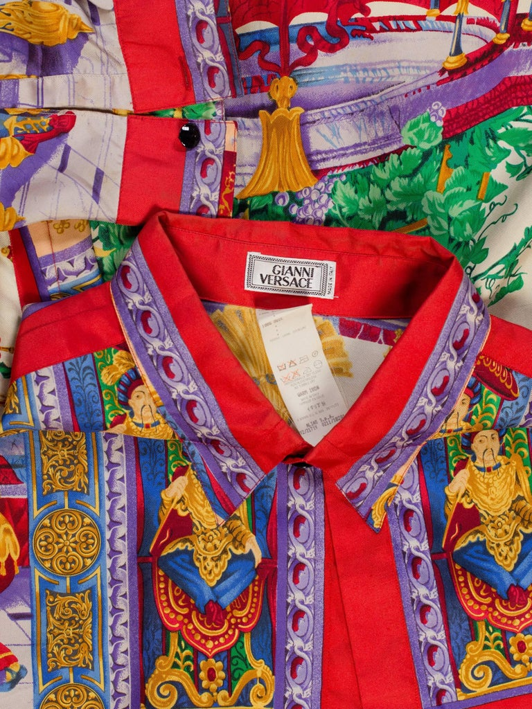 1990s Gianni Versace Men's Silk Chinese Royalty Garden Shirt In Excellent Condition For Sale In New York, NY