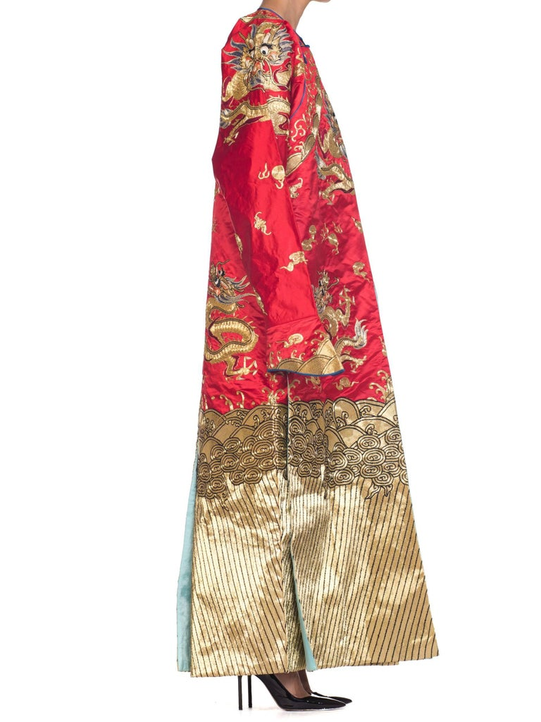 Kimono Style Metallic Golden Dragon Embroidered Red Chinese Opera Robe In Excellent Condition For Sale In New York, NY
